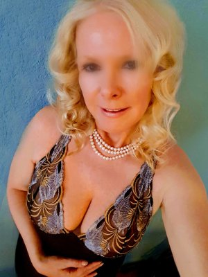 Sylviane speed dating in Dallas OR